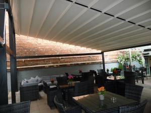 Gibus folding roof system