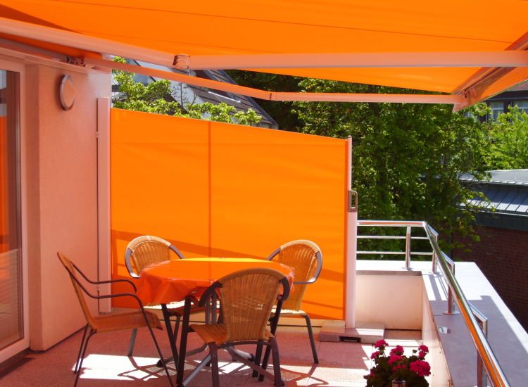 Retractable Side Screen Awning blinds for the garden, patio and home