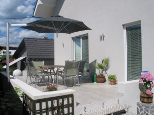 Paraflex Pole Mounted side supported Patio umbrella