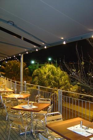 Markilux-1550-long-restaurant