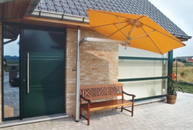 Side-arm umbrella