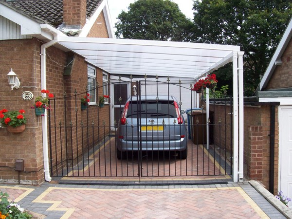 Samson Homestyle carport installed over gated driveway