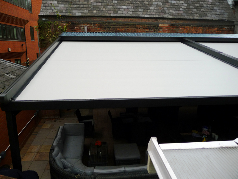 Large Retractable Gibus Roof