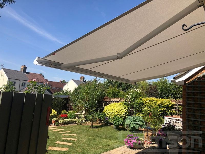 Retractable Awnings for patio shading